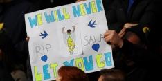 Fans drijven spot met dood Sala: vlieggebaren naar uitvak Cardiff