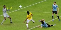 Uruguay simpel langs Ecuador, mede door pareltje Cavani