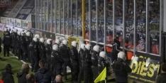 Chaos bij duels België: Fans bestormen stadion en derby gestaakt