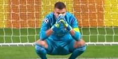 Video: Lyon-keeper maakt desastreuze blunder met foute uitworp
