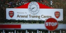 Arsenal verslaat Charlton, United en Chelsea oefenen onderling