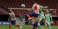 Atlético ondanks afgekeurde goals en rode kaart naar CL