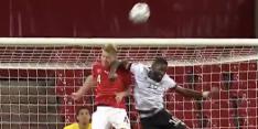 Video: Rüdiger krijgt slechts geel na schandalige elleboogstoot