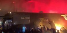 Video: fans steunen Roma en Lazio met vuurwerk richting derby