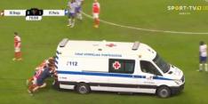 Video: spelers Porto en Braga duwen ambulance van het veld