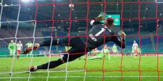 Gemiste penalty Weghorst komt Wolfsburg duur te staan in beker