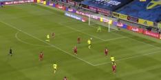 Recordhouder Zlatan geeft meteen fraaie assist bij rentree