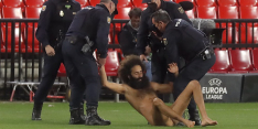 Granada-streaker verstopte zich 14 uur onder doek in het stadion