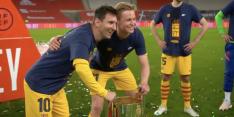 Briljant: spelers Barça willen stuk voor stuk kiekje met Messi