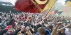 Beelden: AS Roma-fans laten zich gaan en zwaaien ploeg uit