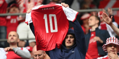 Deense fans brengen tegen België eerbetoon aan Eriksen