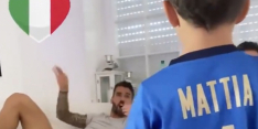 Prachtige beelden: geblesseerde Spinazzola zingt volkslied mee