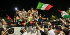 Italianen die finale bezoeken slechts 12 uur welkom in Engeland