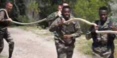 Video: Franse club stuurt selectie als commando's op pad