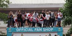 Paniek op Wembley: ticketloze 'fans' komen stadion in