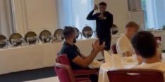 Video: Malen zingt een liedje voor selectie Borussia Dortmund