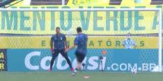 Perfectie: Messi schiet bal heerlijk in de kruising