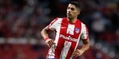 Ploeterend Atlético ontsnapt dankzij rode kaart en Suárez
