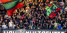 Update: NEC-fan (18) zwaargewond na bijlengevecht