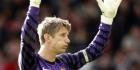 Van der Sar wint bij afscheid van Premier League