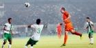 De Jong helpt futloos Oranje aan zege in Jakarta