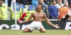 Sánchez dirigeert Arsenal naar zege, Özil maakt rentree