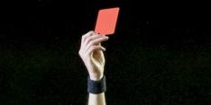 Fel bekritiseerde scheidsrechter uit play-off I gehaald