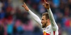 Speler RB Salzburg draagt shirt RB Leipzig in CL-duel