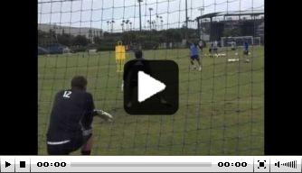 Video: Pirlo scoort heerlijk achteloos op de training