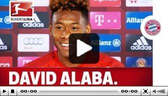 Video: Alaba krijgt lachers op zijn hand bij persconferentie