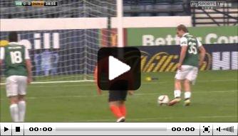 Video: Hibernian-spits faalt hopeloos met Panenka-penalty