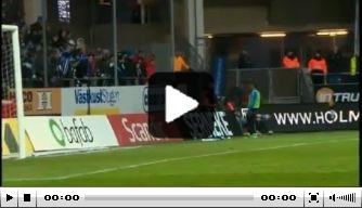 Video: oud-Ajacied Sana gooit cornervlag publiek in