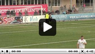 Video: Speler mist op hilarische wijze voor open doel