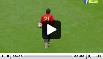 Video: David Silva schiet heerlijk raak uit vrije trap