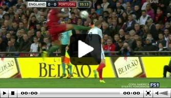 Video: Bruno Alves met kamikazeactie tegen Engeland