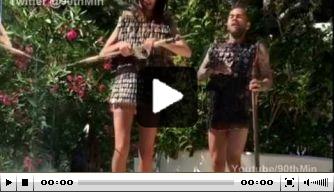 Video: Dani Alves voert apart toneelstukje op