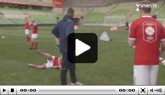 Video: Spurs-aanvaller Lamela deelt panna uit tijdens clinic