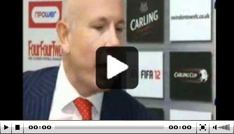 Video: coach Di Canio knokt met eigen spits