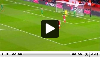 Video: Sánchez declasseert doelman met heerlijke stiftbal