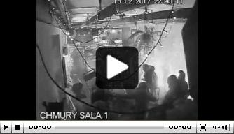 Video: hooligans vallen Ajax-fans aan in Warschau