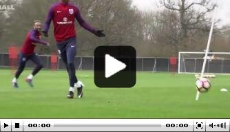 Video: Engeland test kopkracht spelers voor duel met Litouwen