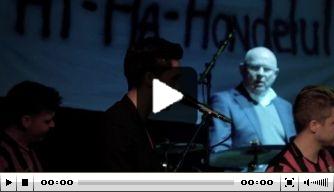 Video: Michael van Praag drumt mee met Feyenoord-nummer