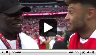 Video: 'Het Beest' Akinfenwa interviewt spelers van Arsenal