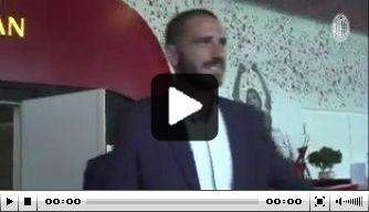 Video: Leonardo Bonucci komt aan bij AC Milan