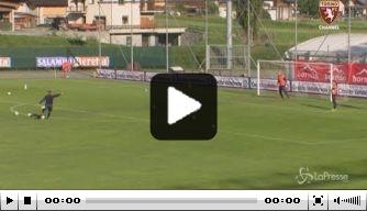 Video: Mihajlovic kan nog altijd prachtige vrije trappen nemen