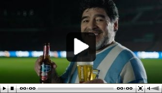 Video: Maradona schittert voor commercial in Philips Stadion