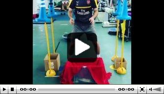Video: Petr Cech doet 'robotoefening' met pingpongballen