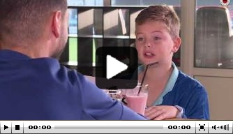 Video: jonge interviewer Tygo voelt Faik aan de tand