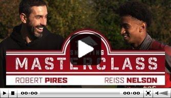 Video: Arsenal-legende Pires schiet Nelson te hulp