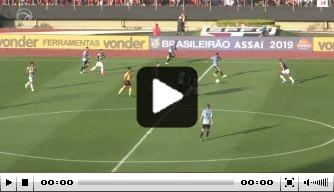 Video: Dani Alves maakt winnende treffer bij competitiedebuut